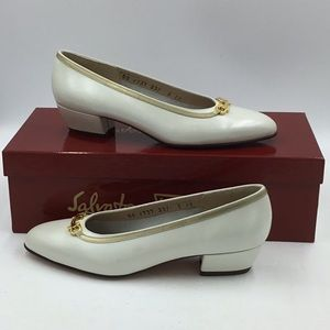 Salvatore Ferragamo Boutique Ivory Gold Heels 5B